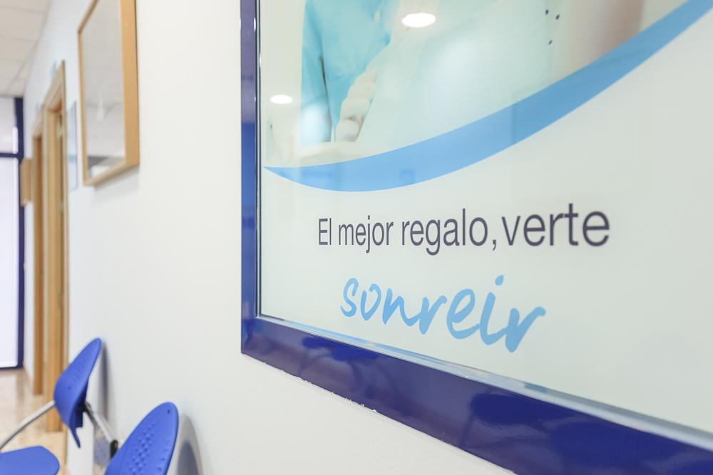 https://garantiadeclinica.com/wp-content/uploads/cliníca-dental-calle-zarza-LQ-023.jpg